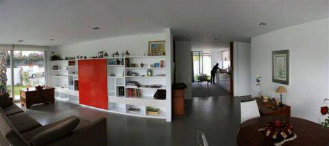 CASA-FINA_interior-sala-estar-comedor-cocina